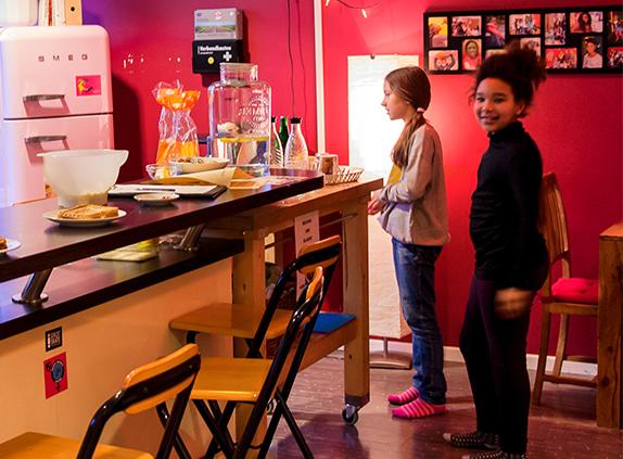 Maedchen-im-Café. Bild v. L.Vandrei®