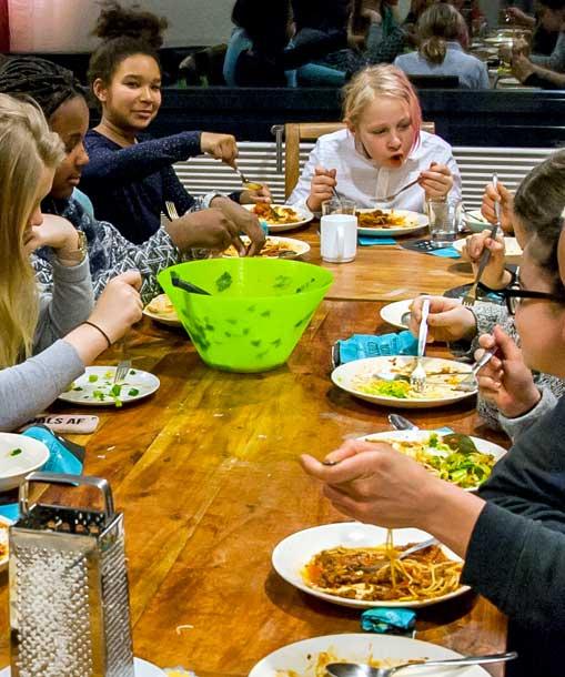 Zusammen Essen im M*Z. Foto von L.Vandrei